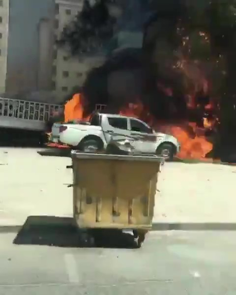 Dense Fire at Salmiya area damaged nine vehicles | Kuwaitlisting